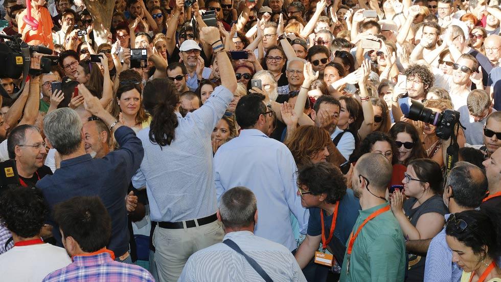 """Iglesias critica a los """"patriotas"""" que tienen """"cuentas en Suiza"""" en un mitin con el exJEMAD"""