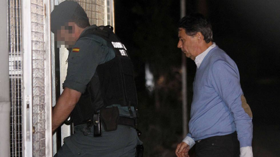 Ignacio González pasa la noche en el calabozo de Tres Cantos tras el registro de su despacho