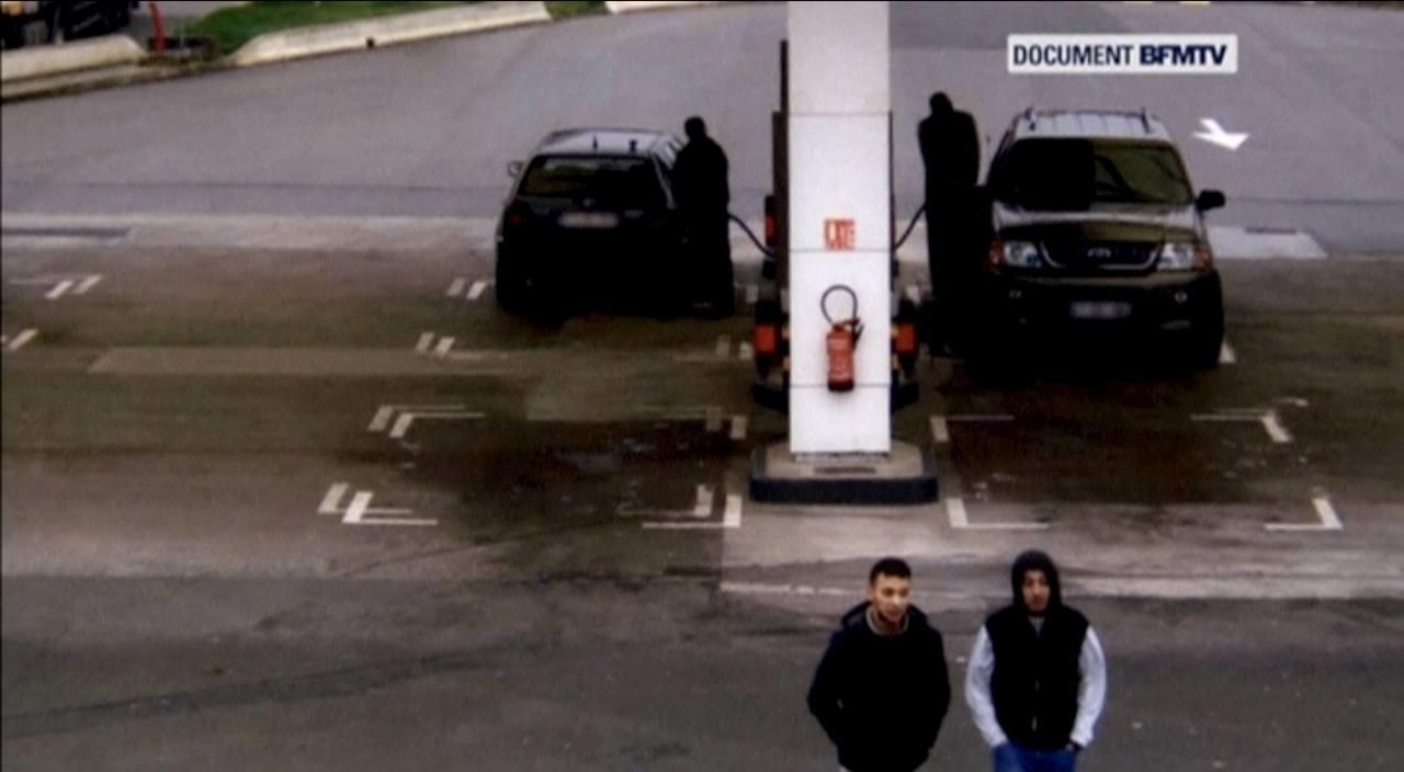 Imagen de la gasolinera y de Salah Abdeslam junto a Hamza Attou