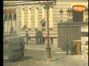 Ver vídeo  'Imágenes y sonidos de las últimas horas del golpe del 23-F'