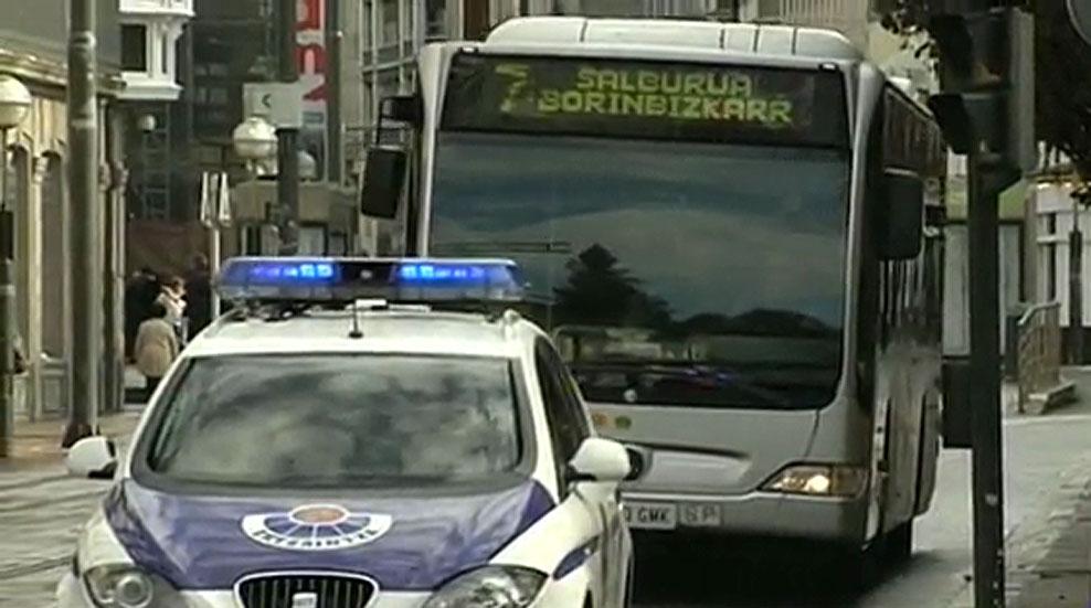 Un conductor de autobús expedientado en Vitoria por no dejar subir a una mujer con velo integral