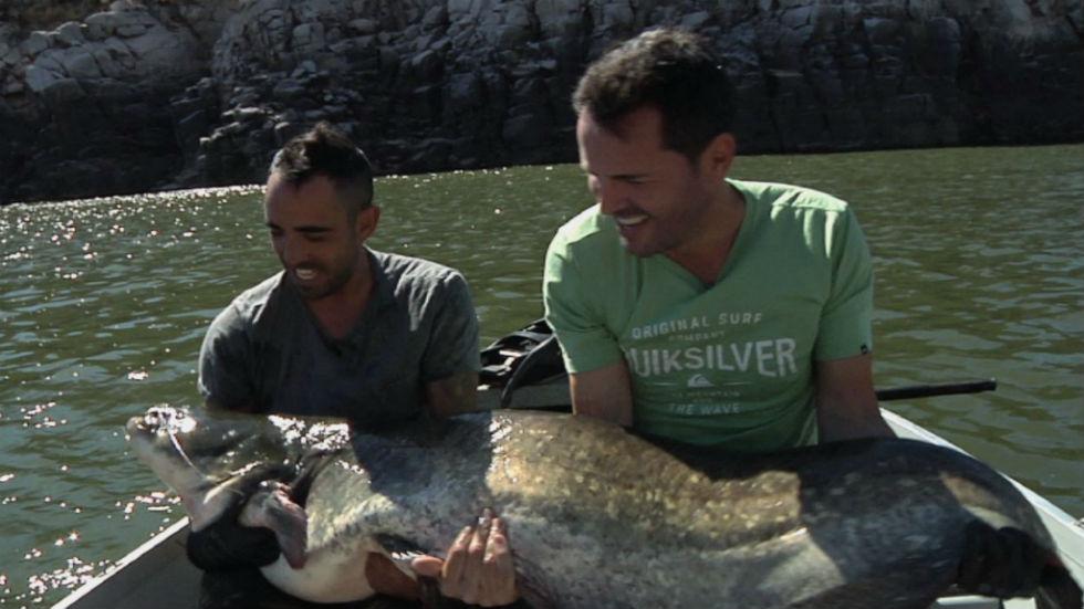 Aquí la tierra - La impresionante pesca del siluro