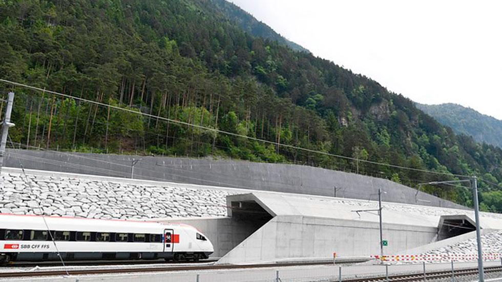 Inaugurado el nuevo túnel ferroviario de San Gotardo, en los Alpes suizos, el más largo y profundo del mundo