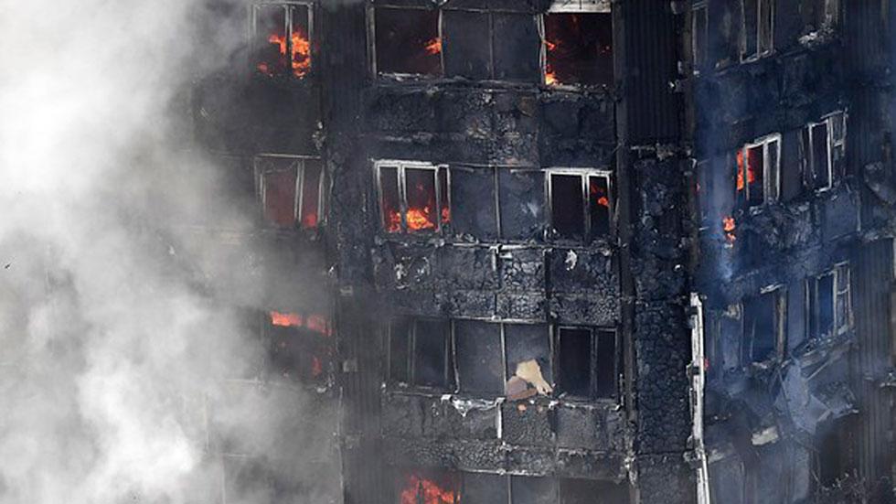 El incendio de un edificio en Londres deja al menos 6 fallecidos y 74 heridos, veinte de ellos en estado crítico
