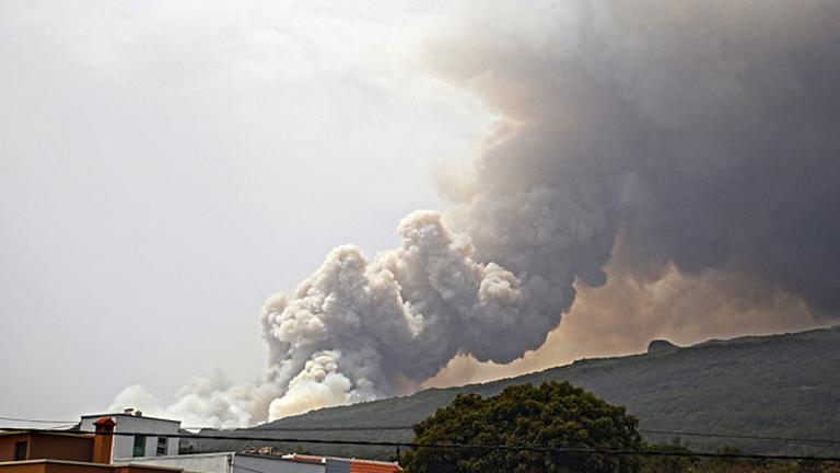 Varios incendios activos en la Gomera y en La Palma