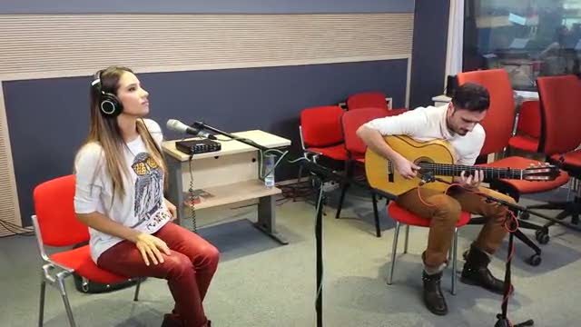 """Las mañanas de RNE - India Martínez interpreta en acústico el tema """"Niño sin miedo"""""""