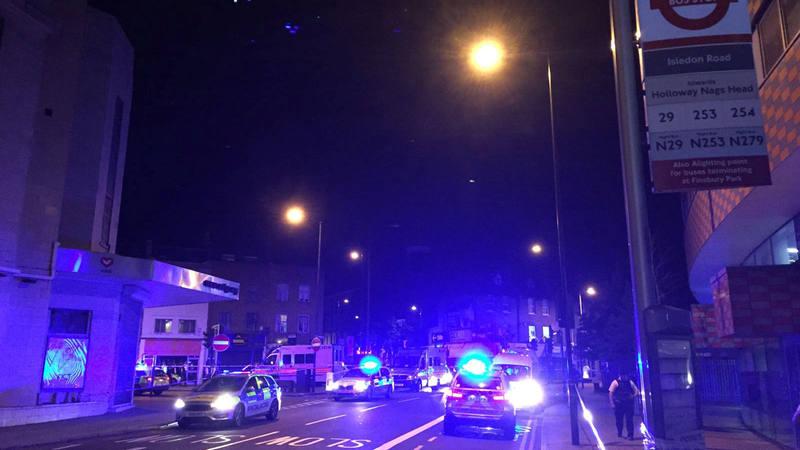 Inmediaciones de Finsbury Park, en Londres, en donde una furgoneta ha atropellado a varios peatones