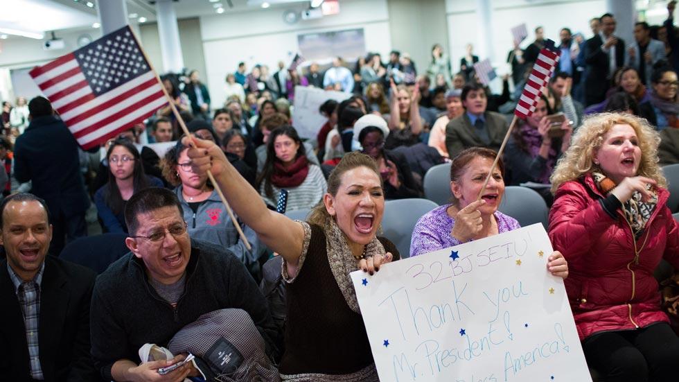 Inmigrantes latinos celebran la decisión de Obama de detener las deportaciones de indocumentados