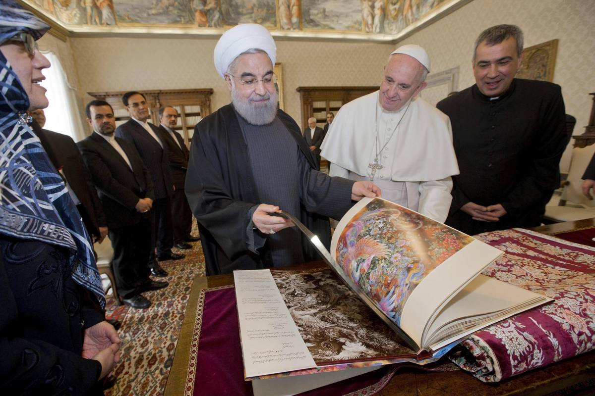 Intercambio de regalos entre Hasán Rohaní y el papa Francisco