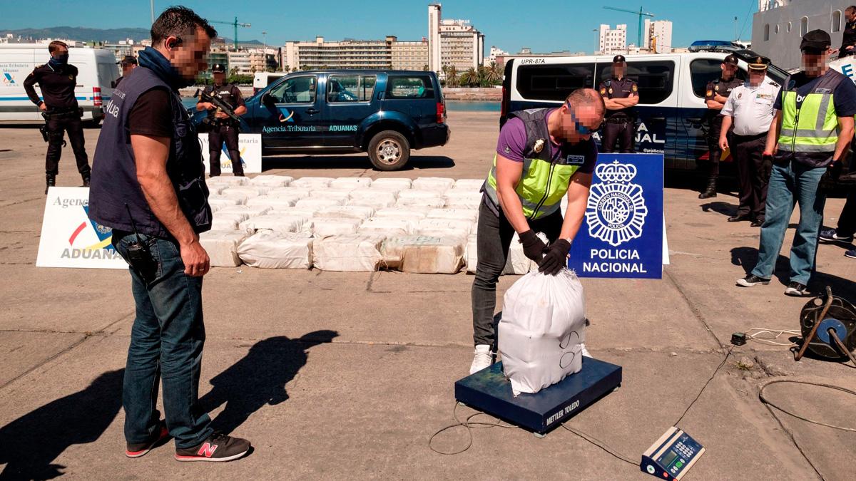 Interceptado en aguas cercanas a Canarias un velero cargado con 1.850 kilos de cocaína