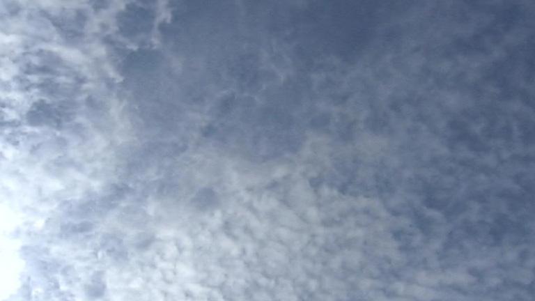 Intervalos nubosos y probables chubascos en la mayor parte del país