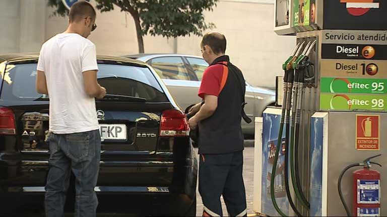 La gasolina eleva el IPC de agosto en cinco décimas
