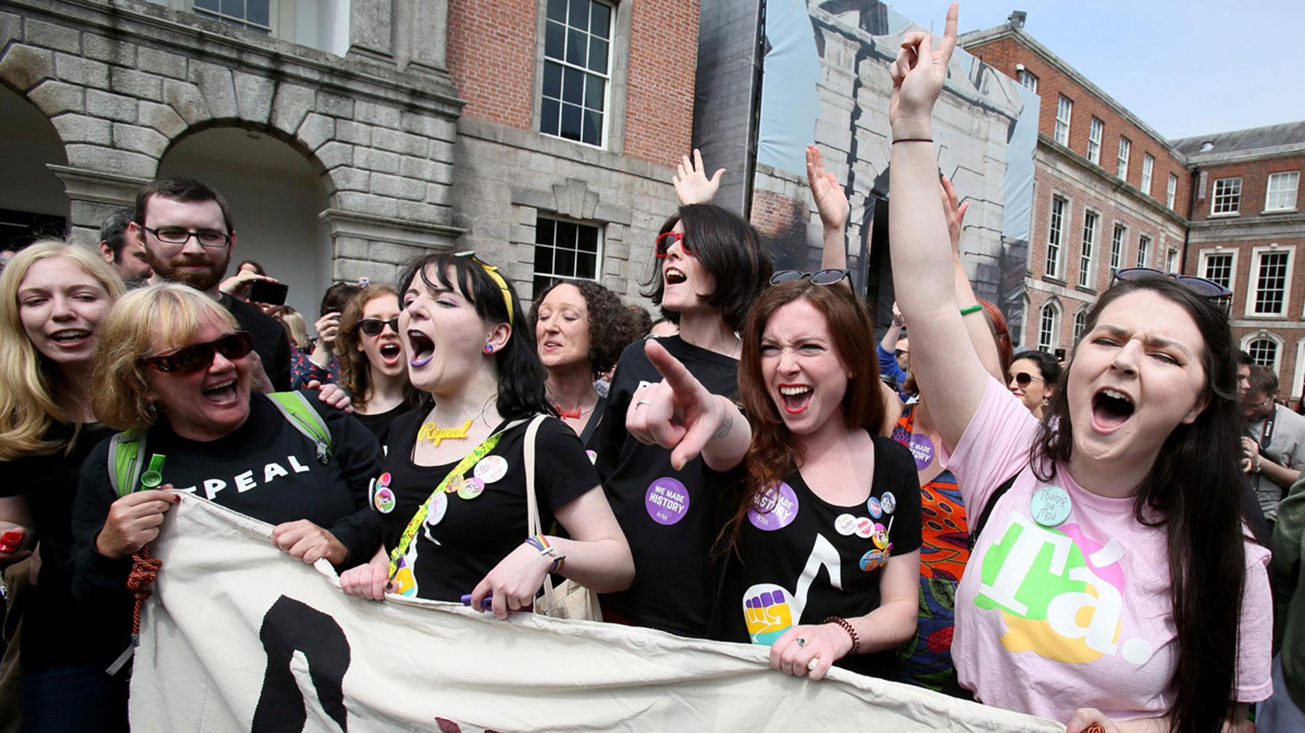 "Irlanda vota ""sí "" a la reforma de la ley del aborto"