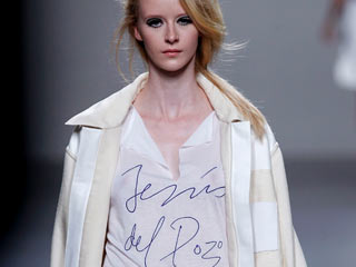 Ver vídeo 'Jesús del Pozo en la Cibeles Madrid Fashion Week'
