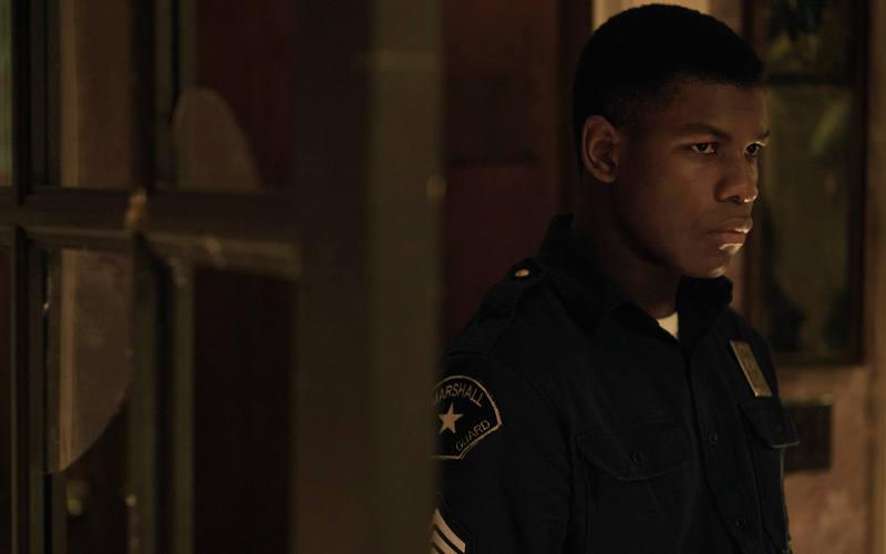 John Boyega es un guardia de seguridad testigo de los hechos
