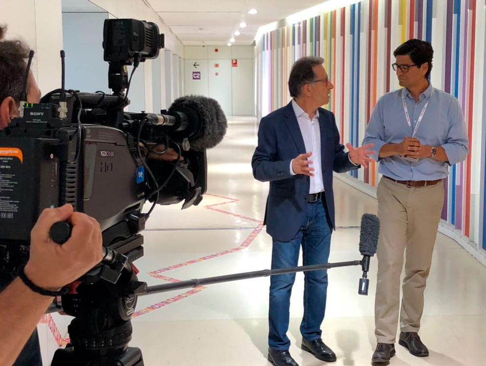 Jordi Hurtado charla con el doctor Andrés Morales