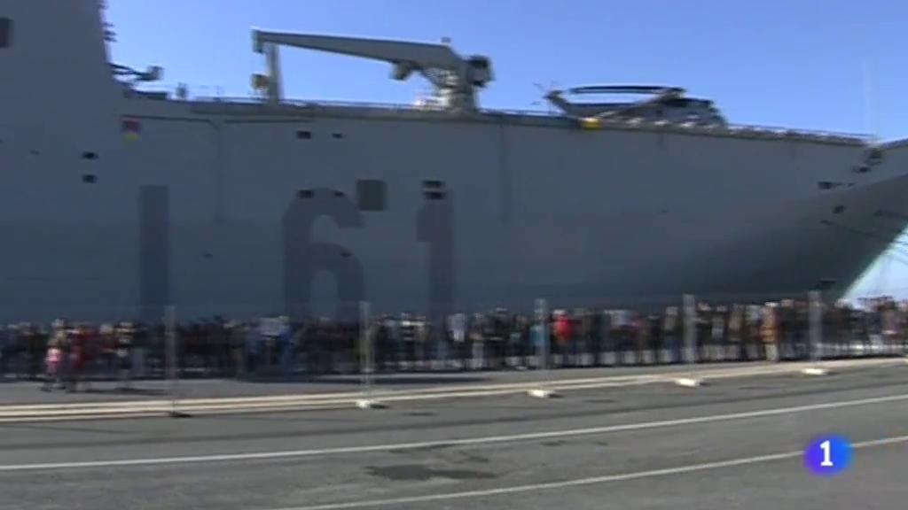 Jornada de puertas abiertas en el Puerto de Huelva donde se encuentra el portaaviones Juan Carlos I