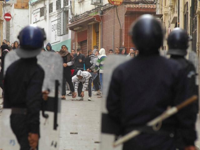 Ver vídeo 'Los jóvenes argelinos protestan por el alza de los precios y la alta tasa de paro'