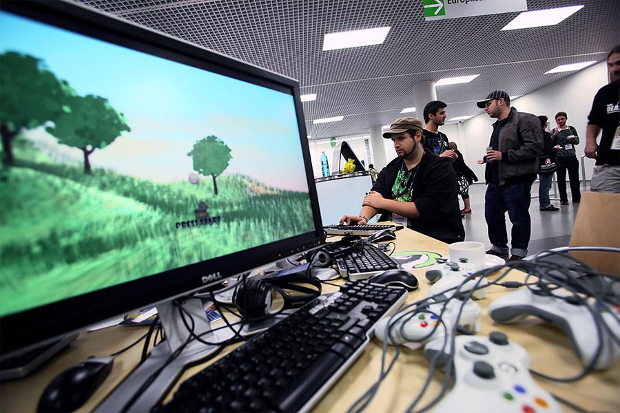 Resultado de imagen para programador de videojuegos