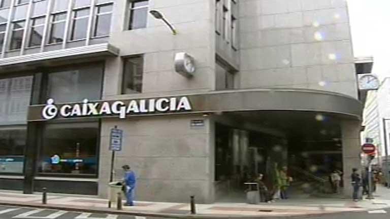 El juez ve indicios para juzgar a la exc pula de for Oficinas novacaixagalicia madrid