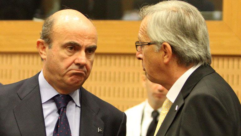 Juncker asegura que De Guindos se ha comprometido a anunciar un nuevo paquete de ajuste
