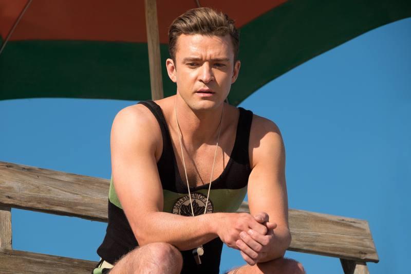 Justin Timberlake es un socorrista que aspira a convertirse en gran escritor.
