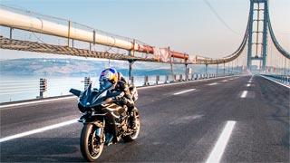 Kenan Sofuoglu bate el récord de velocidad en moto con 400 km/h
