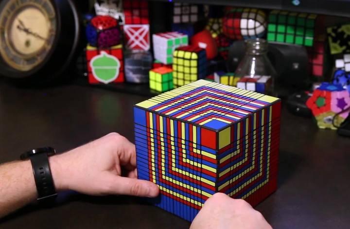 Resuelven el cubo de rubik m s grande del mundo en 7 horas for Rubik espana