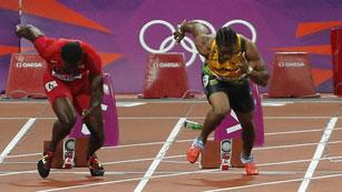 Lanzan una botella a los finalistas de 100 metros