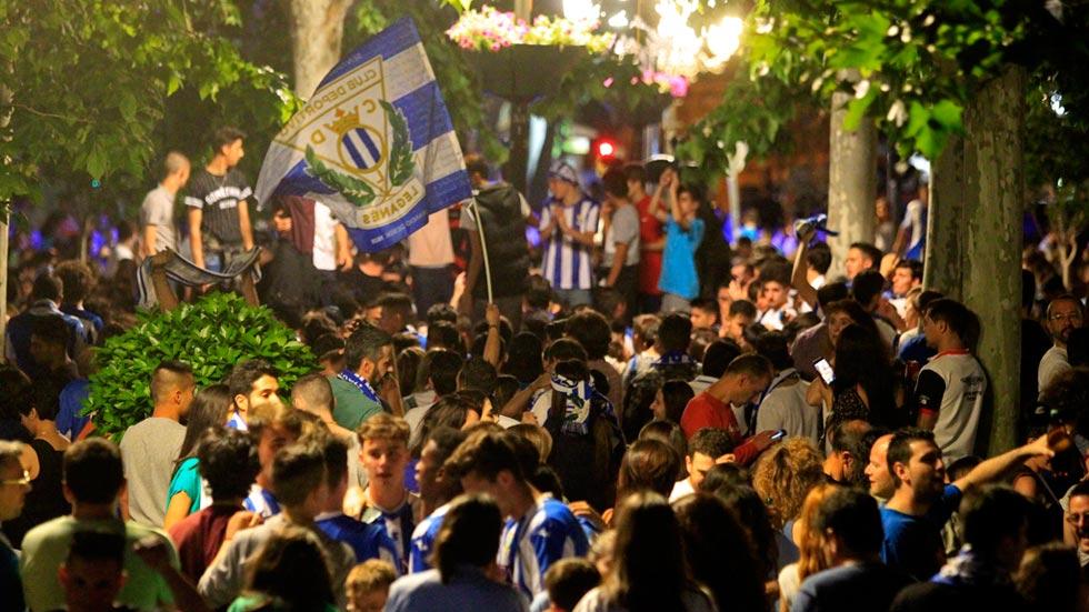 El Leganés recibe el cariño de los suyos tras regresar a casa con el ascenso