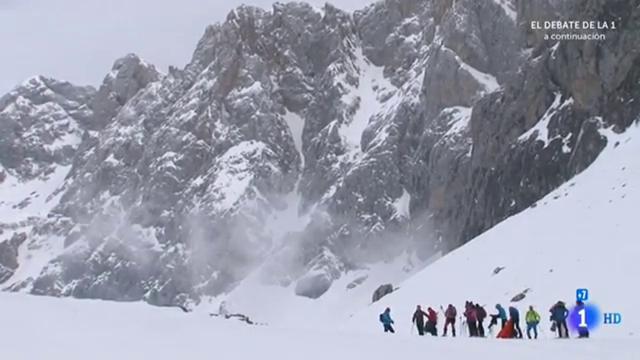 Valle de Liébana, jalonado a ambos lados por los Picos de Europa