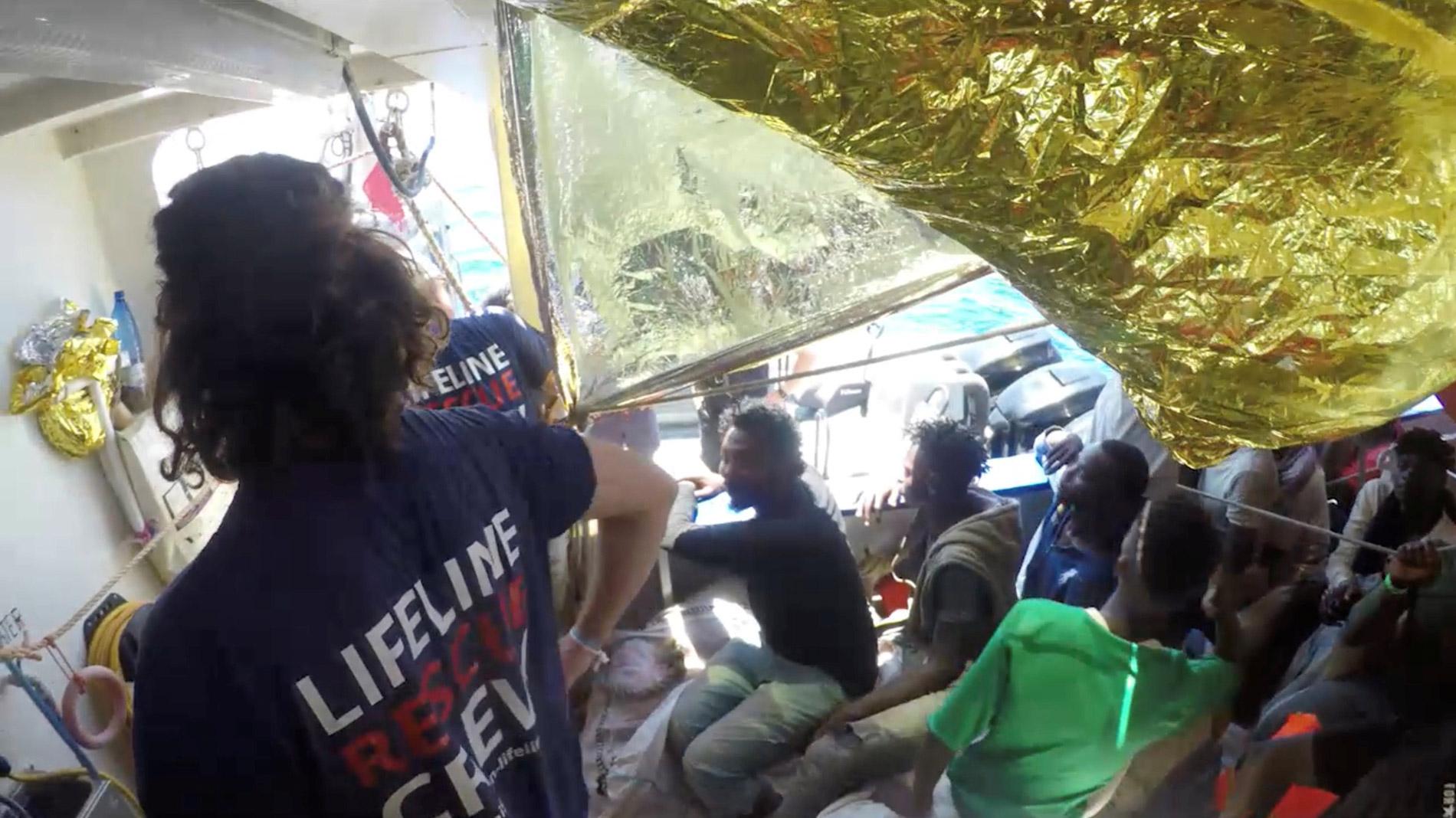El Lifeline aguarda permiso para desembarcar en algún puerto europeo