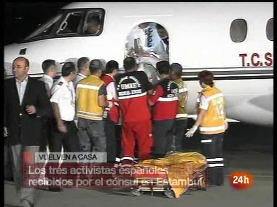 Ir al Video Llegan a Estambul los tres aviones con los activistas  retenidos