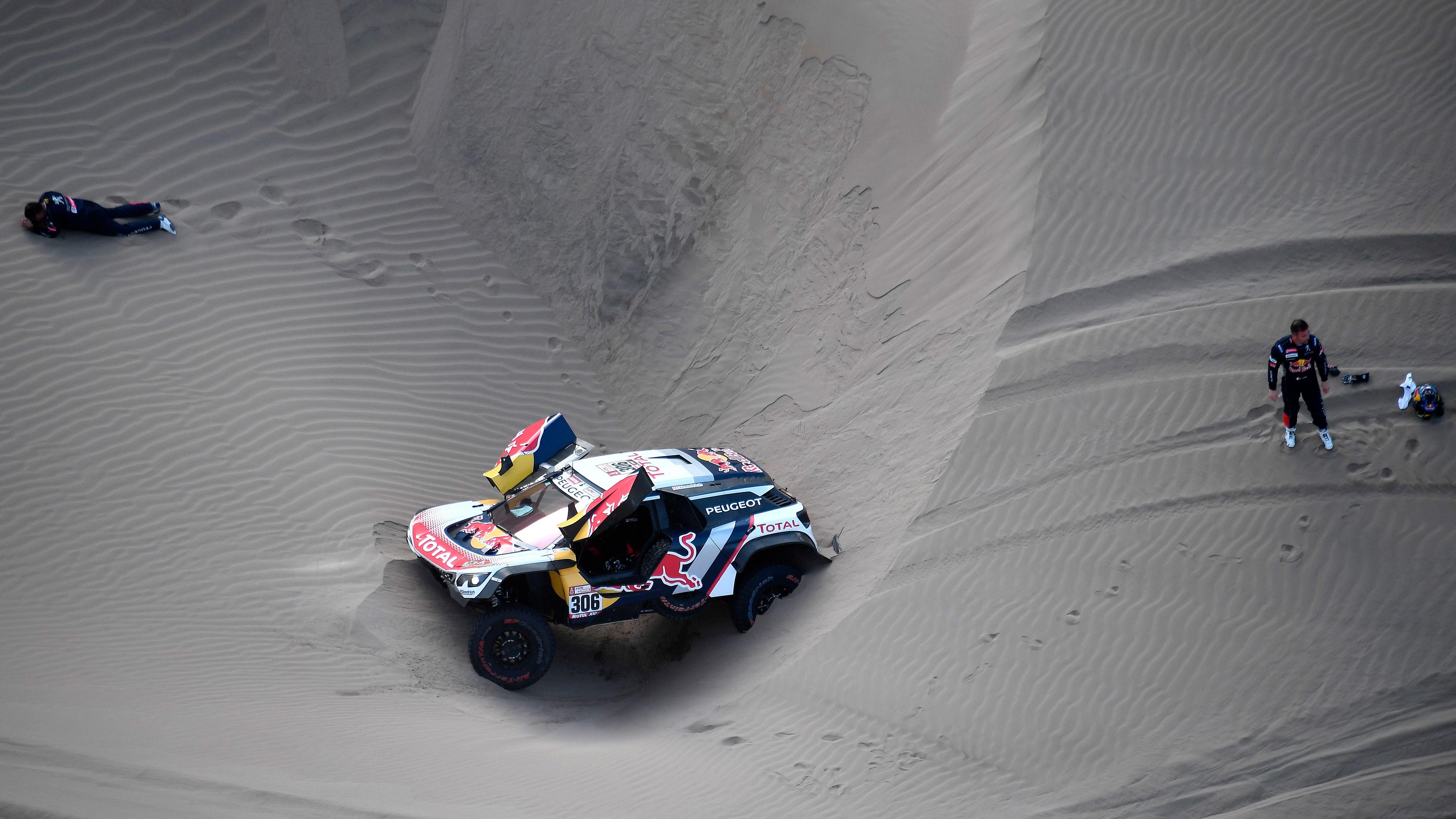 Loeb abandona el Dakar