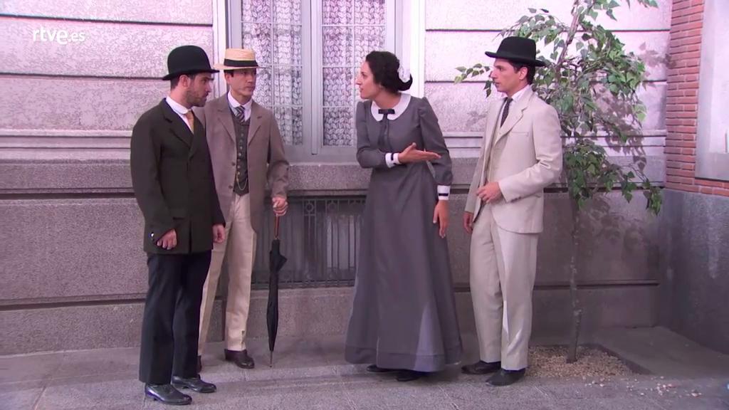 Acacias 38 - Lola defiende a Antoñito en plena calle