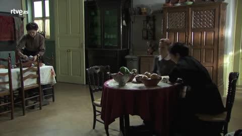 Acacias 38 - Lucía acude al altillo en busca de información sobre Samuel