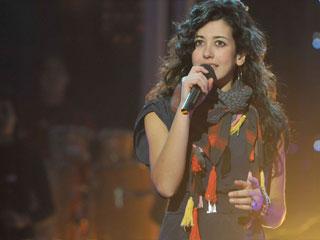 """Destino Eurovisión - Lucía canta """"Abrázame"""""""