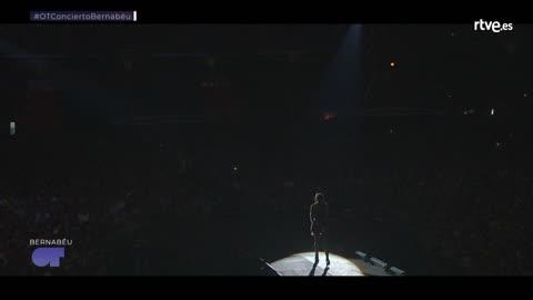 OT Bernabéu - Luis Fonsi canta con Aitana 'Échame la culpa'