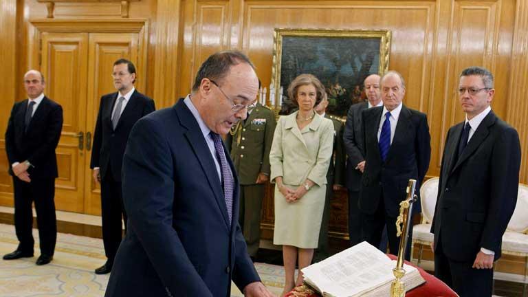 El nuevo gobernador del BE, Luis María Linde, promete su cargo ante el Rey