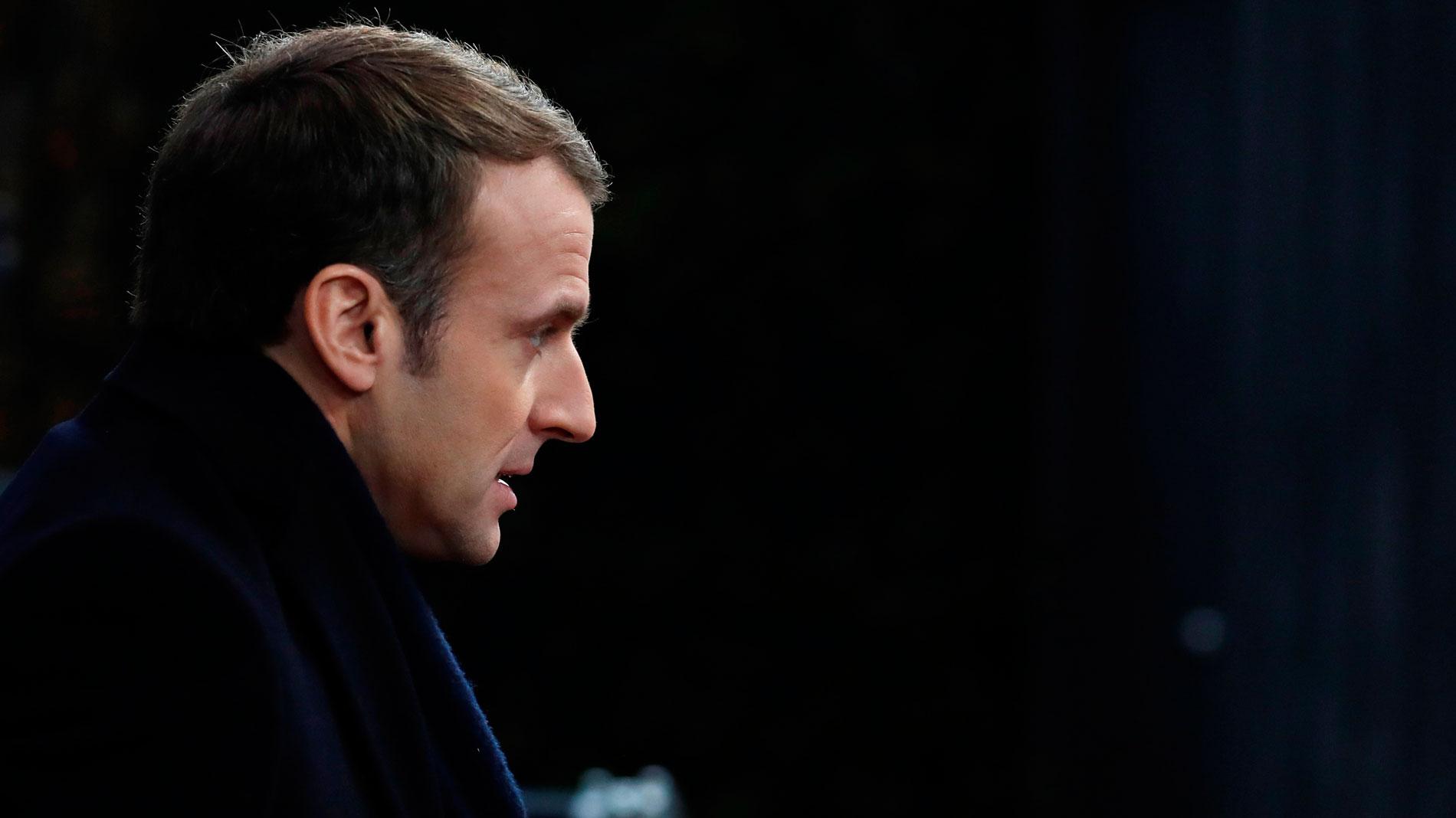 """Macron invita a los ciudadanos a unirse a un gran debate nacional  plan para hacer frente a las revueltas de los """"chalecos amarillos"""""""