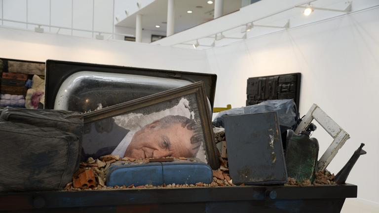'Las maletas de Toral' es el título de la exposición del artista malagueño que se puede ver en Fuenlabrada