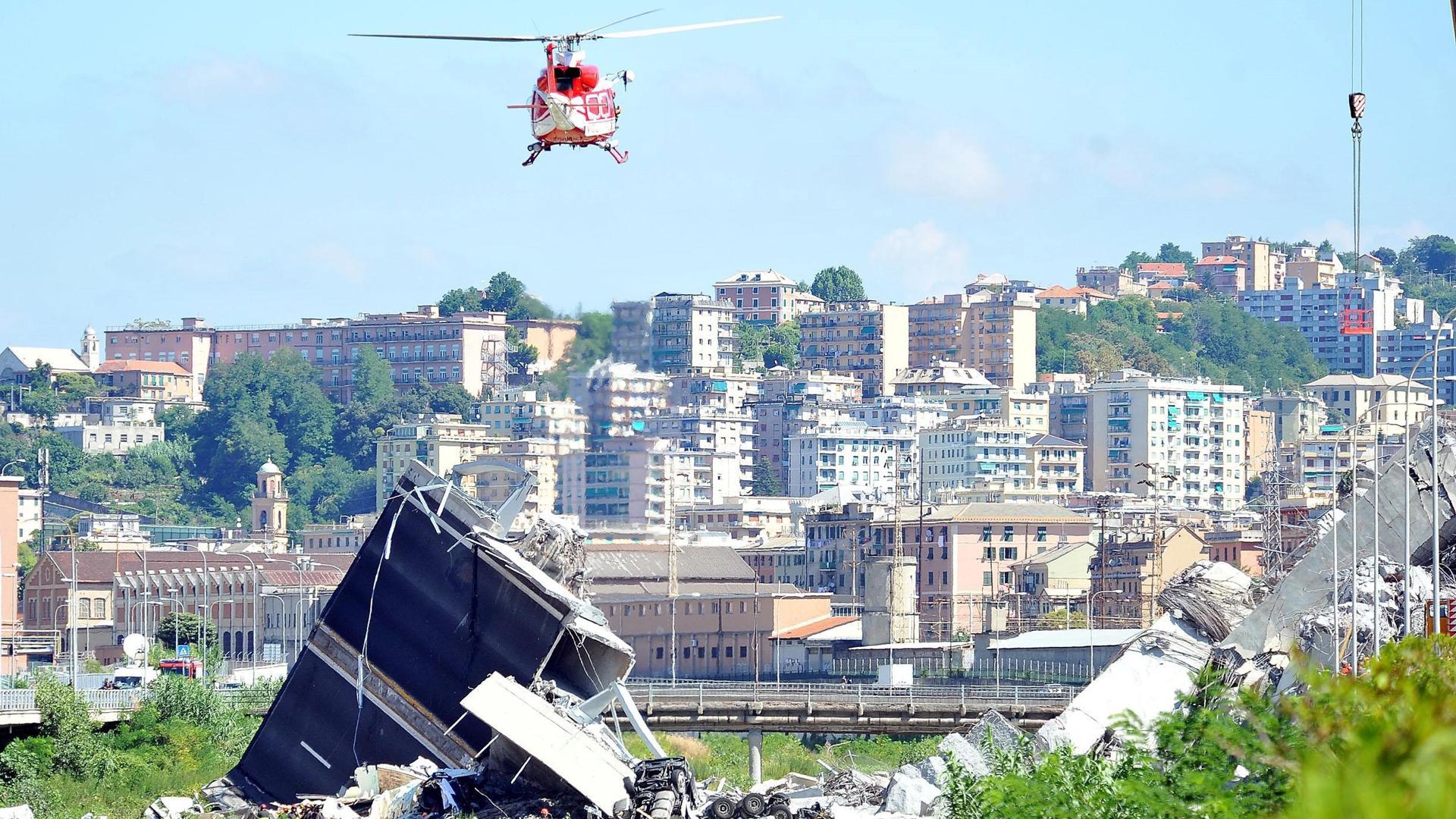 Continúan los rescates en Génova