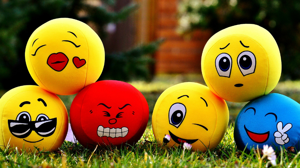 Vivimos con déficits de felicidad, reflexión de un médico