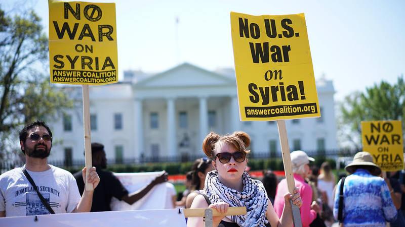 Manifestación frente a la Casa Blanca en Washington DC contra el ataque a Siria