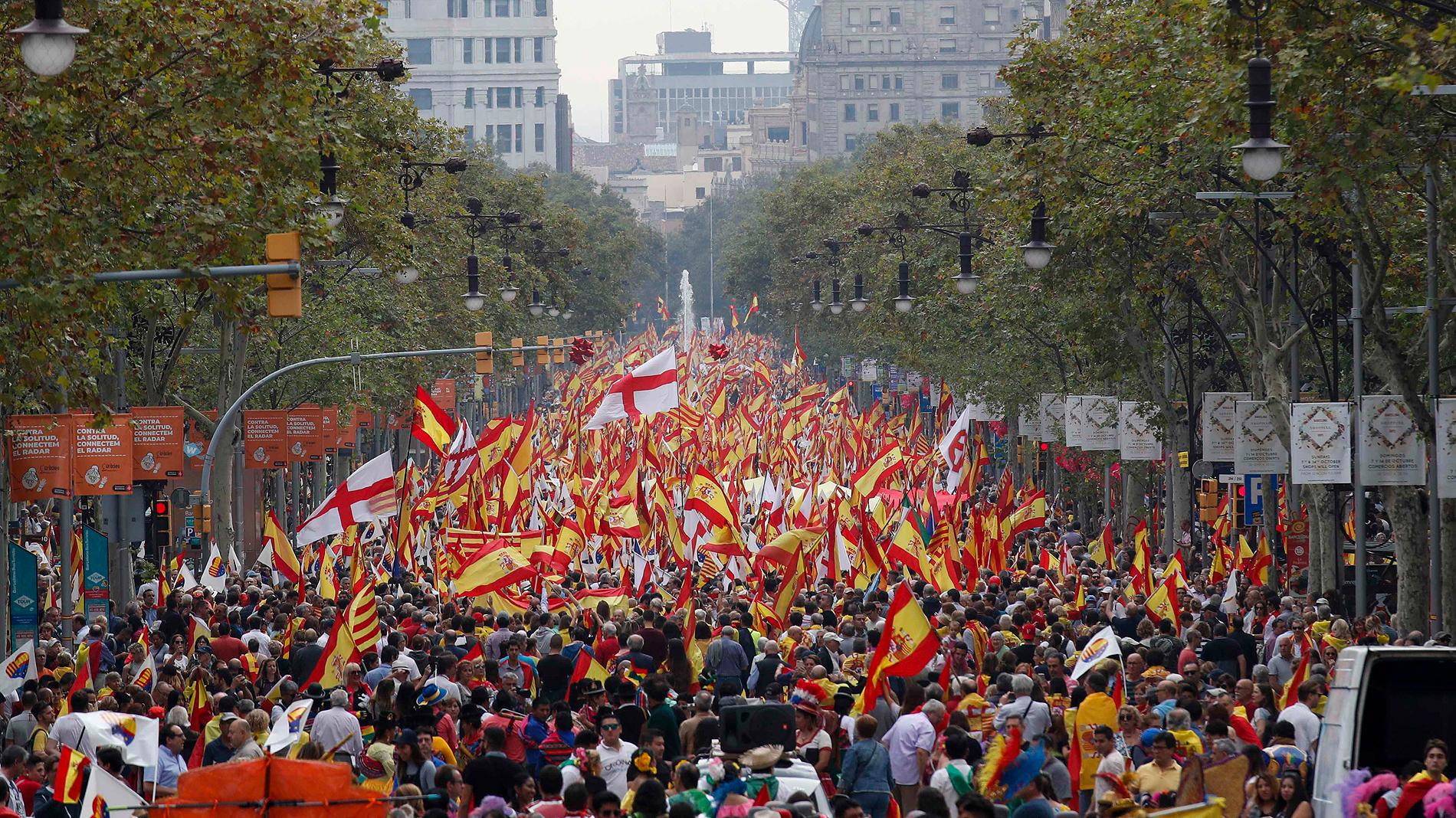 Manifestaciones en Barcelona por el Día de la Hispanidad, contra el fascismo y de Falange