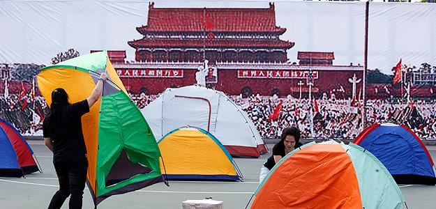 http://www.rtve.es/imagenes/manifestantes-rememorando-masacre-plaza-tiananmen/1307107069327.jpg