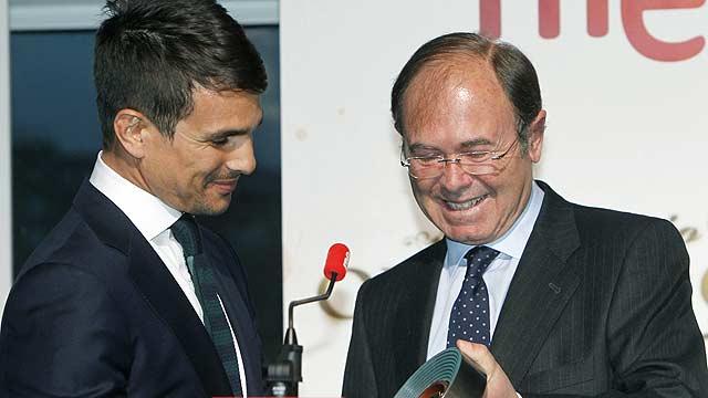 Más Gente -  Clarín condecora a José María Manzanares con el Premio Oreja de Oro