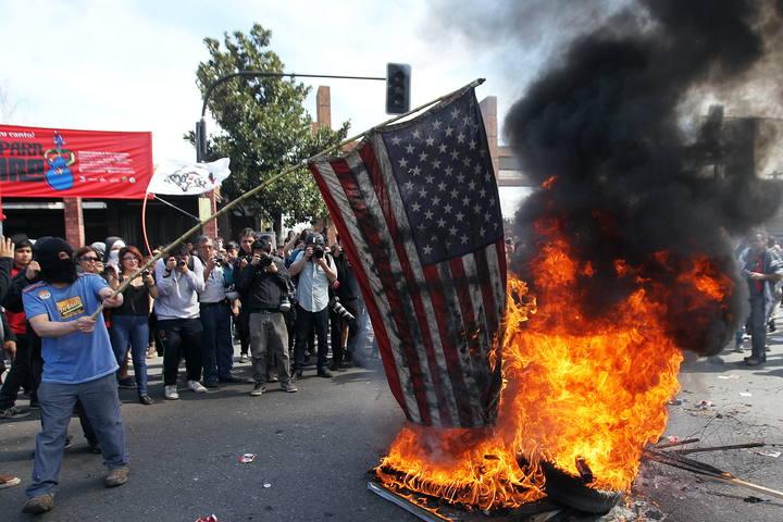 Resultado de imagen para chile quema de bandera de eeuu