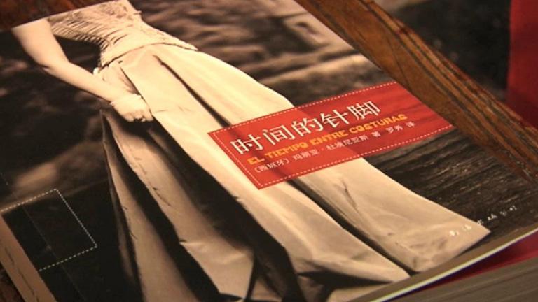 """""""El tiempo entre costuras"""" intenta abrirse camino en el mercado literario chino"""