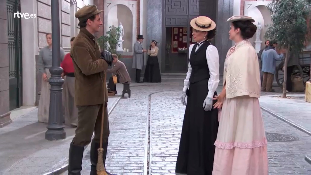 Acacias 38 - María Luisa se avergüenza de Antoñito